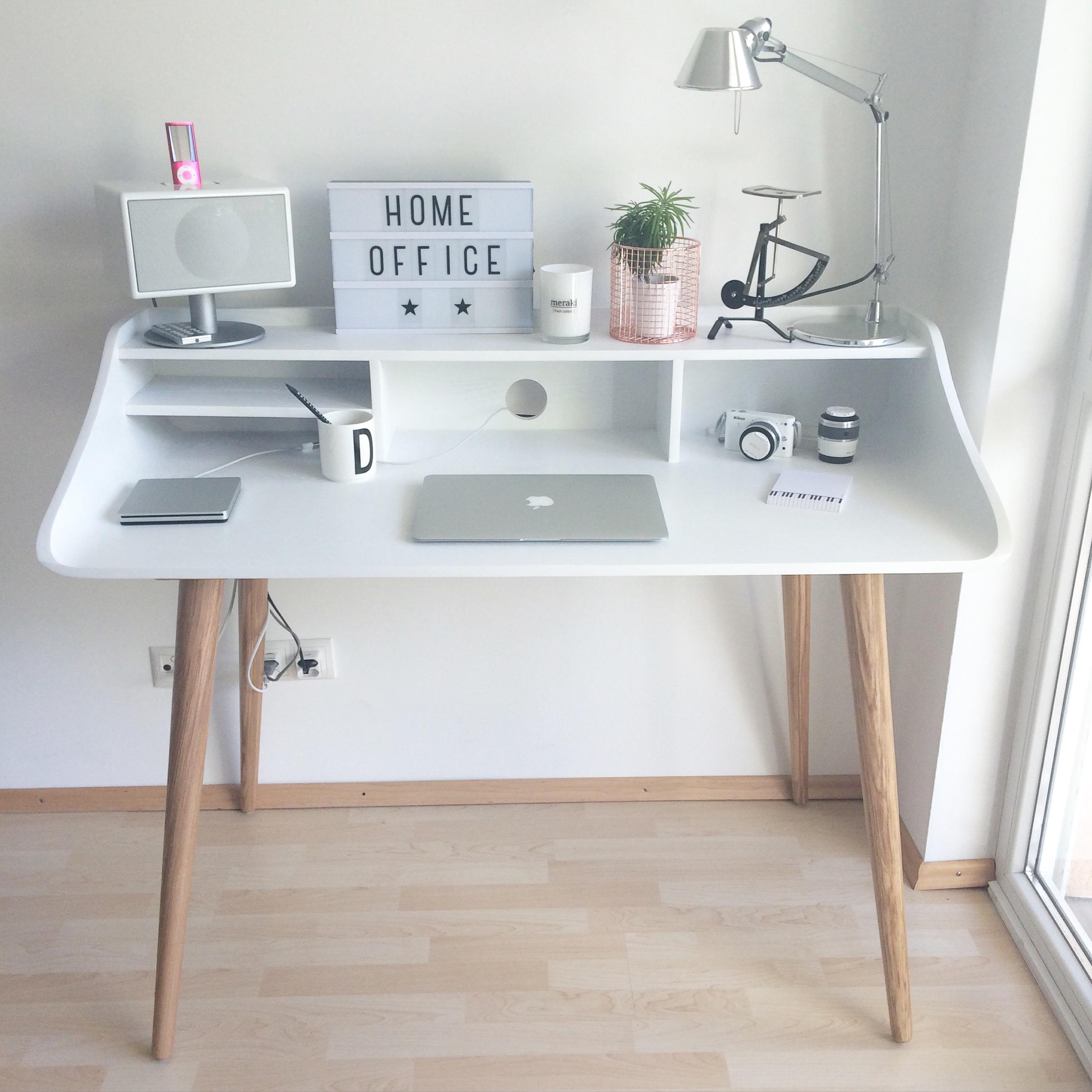 Ein homeoffice zum wohlf hlen gestaltet mit liebe zum for Schreibtischstuhl designklassiker